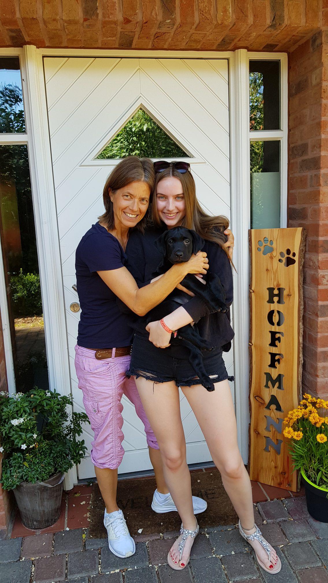 Lio wohnt nun in der Hansestadt Hamburg. Lio wird Schulhund. Seinen Ausgleich wird er im Dummysport finden.